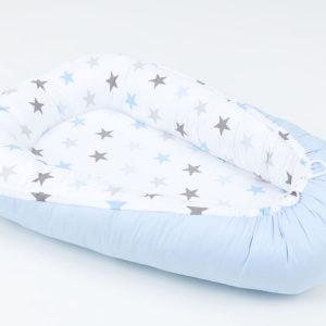 Kokon (gnezdece) belo, svetlo modro s sivimi in modrimi zvezdicami