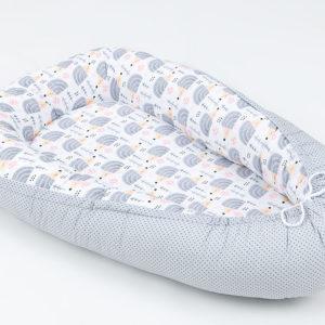 Kokon (gnezdece) belo, sivo s sivimi ježki in malimi pikicami